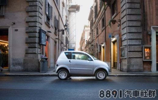 sb10061711am-001-car-on-street-side-view-gettyimages.jpg