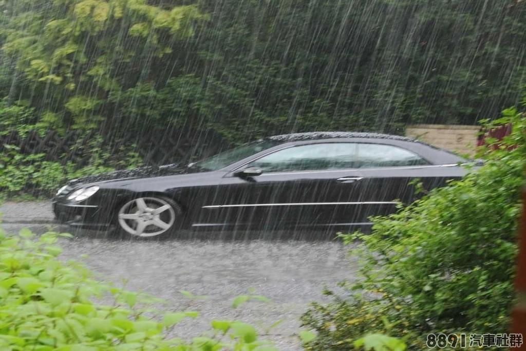 豪雨轟炸,若車子泡水該如何處理_4.jpg