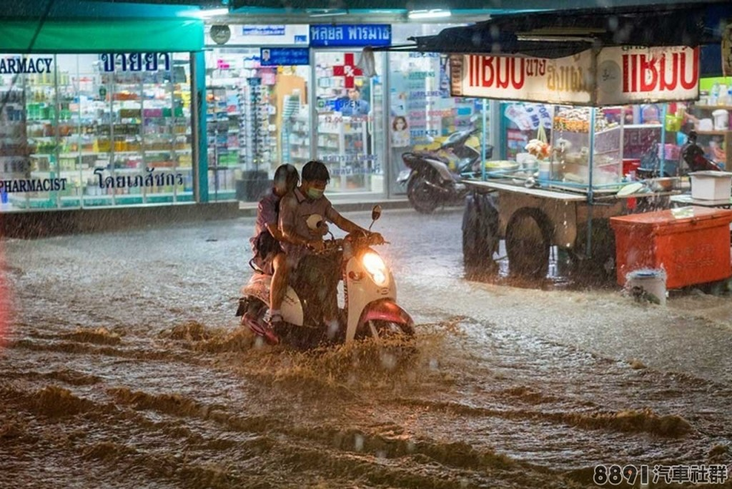 豪雨轟炸,若車子泡水該如何處理_6.jpg